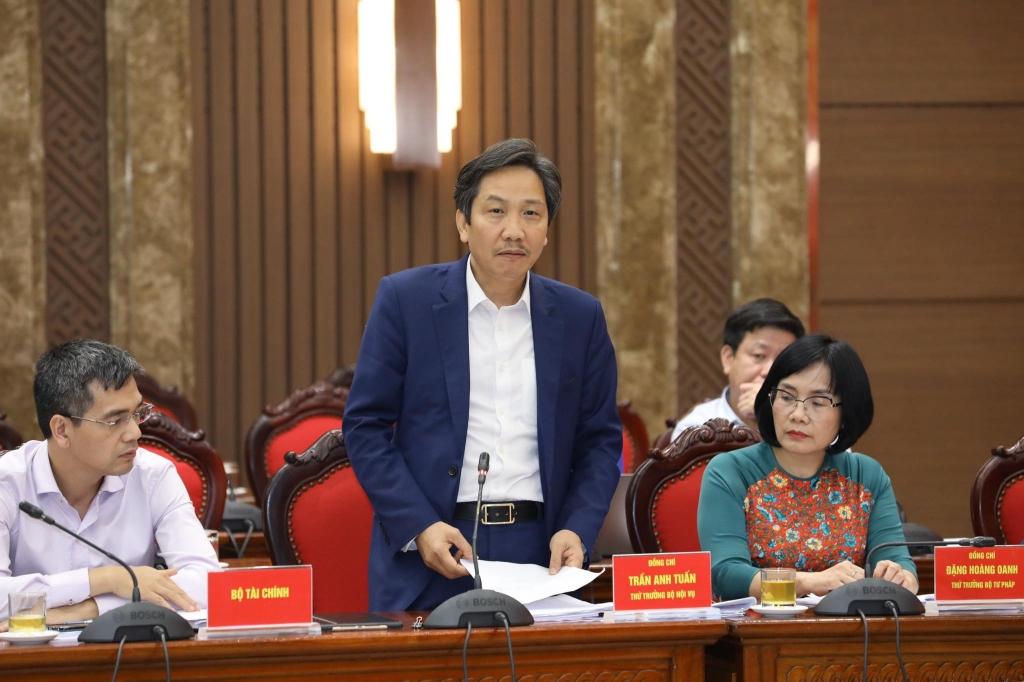 Đại biểu cho ý kiến tại hội nghị