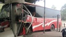 Xe ô tô lao thẳng vào trạm thu phí ở Thanh Hóa, 5 người bị thương nặng