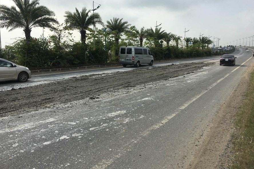 Ô nhiễm không khí ở Hà Nội: Sẽ xử lý xe làm rơi vãi vật liệu