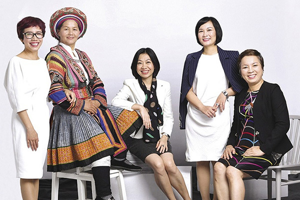 nguoi phu nu hmong dua vai lanh tho cam ra the gioi