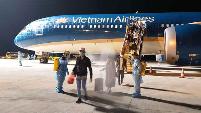 Phi công, tiếp viên hàng không các nước phải cách ly phòng dịch Covid-19 như thế nào? - Ảnh 1.
