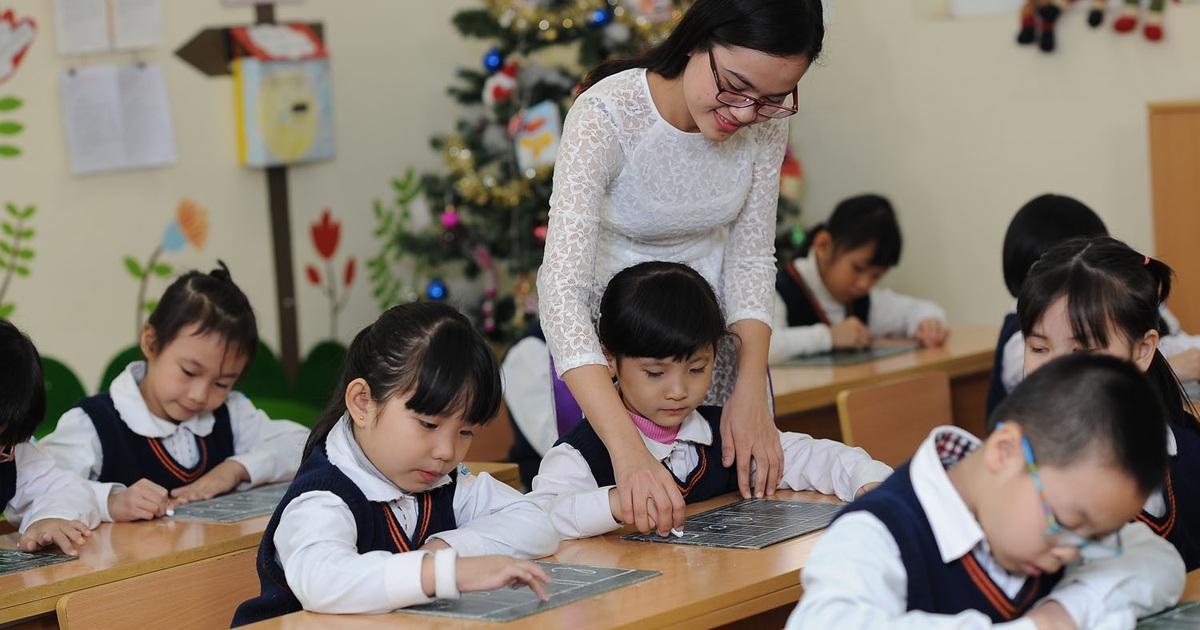 Bộ GD-ĐT và Bộ Nội Vụ trả lời về việc bỏ chứng chỉ tin học, ngoại ngữ