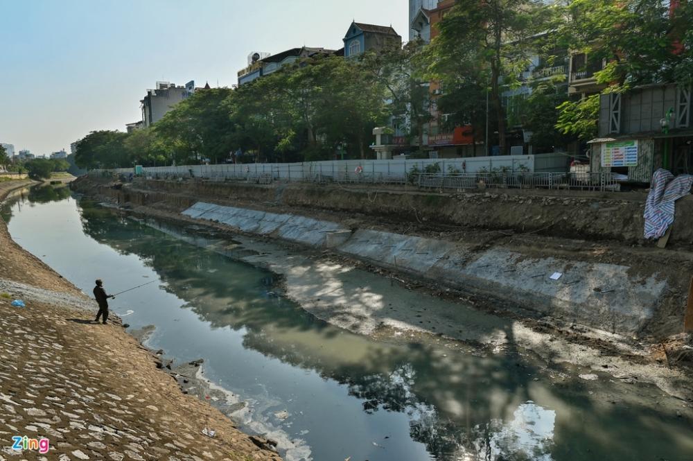 Lắp cống ngầm tách nước thải dọc sông Tô Lịch