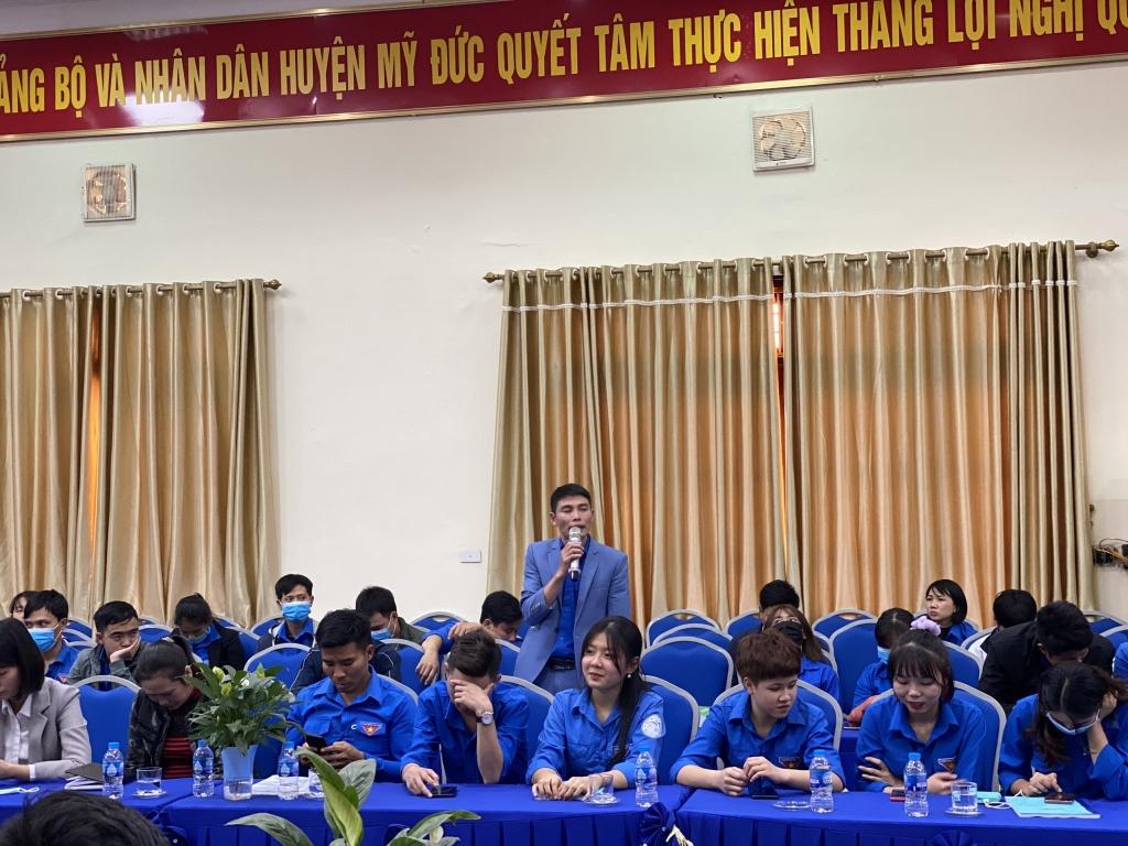 Đoàn viên, thanh niên chia sẻ ý kiến tại hội thảo