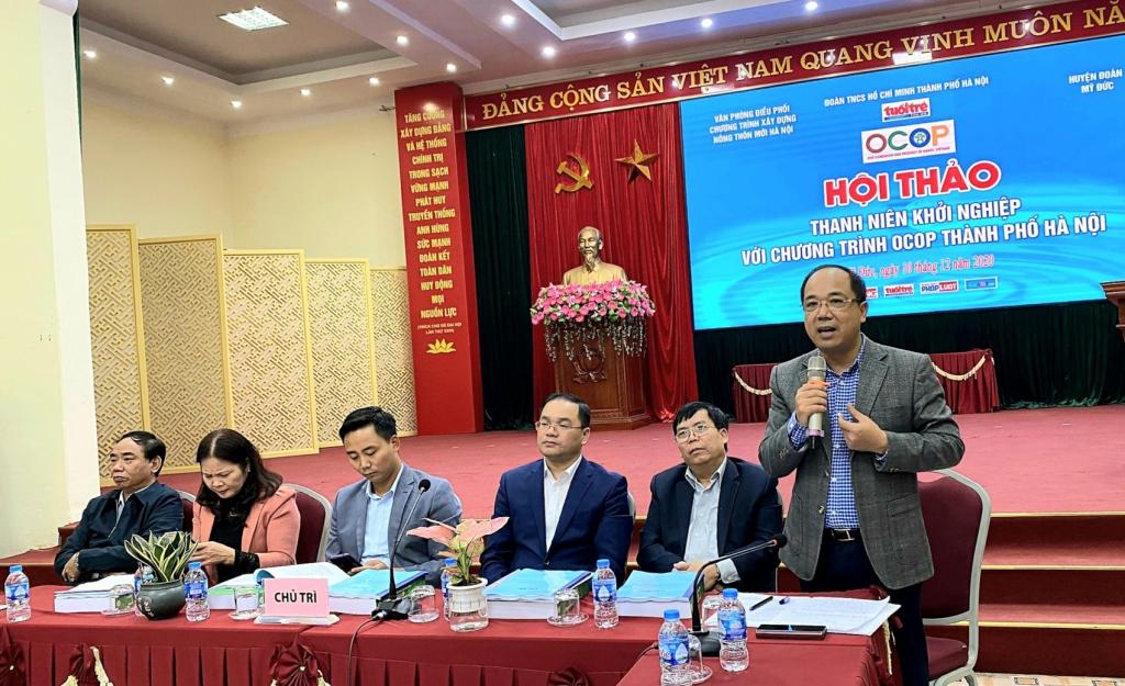 Đồng chí Nguyễn Mạnh Hưng, Tổng biên tập báo Tuổi trẻ Thủ đô, điều hành hội thảo