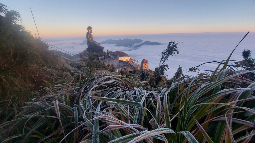 Băng giá trên đỉnh Fansipan sáng 21/12
