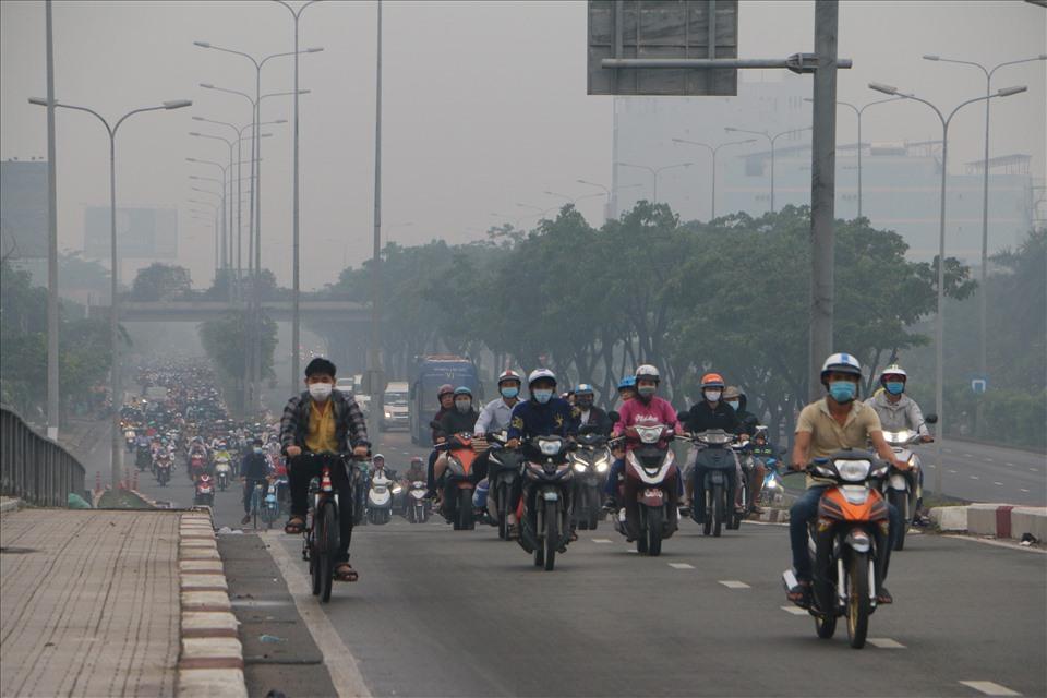 TPHCM chìm trong màn sương mù hỗn hợp, chất lượng không khí ở mức xấu