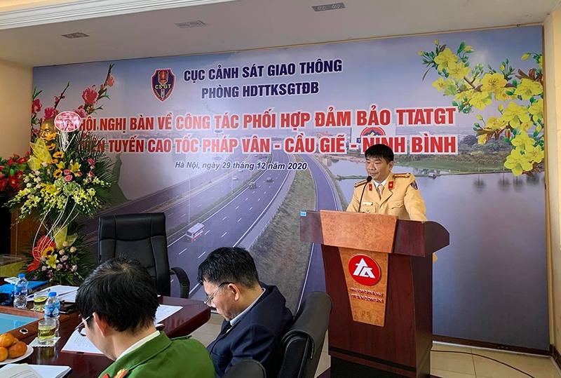 Đại tá Nguyễn Quang Thái, Trưởng Phòng 8, Cục CSGT, Bộ Công an chủ trì hội nghị