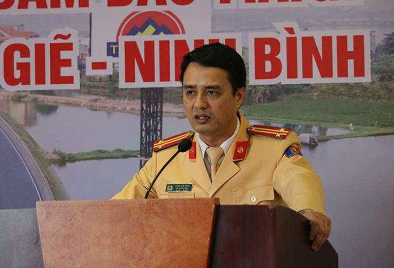 Trung tá Phạm Văn Đông – Phó trưởng phòng Hướng dẫn tuần tra kiểm soát giao thông đường bộ (Phòng 8)  trình bày dự thảo quy chế phối hợp bảo đảm an toàn giao thông trên tuyến cao tốc