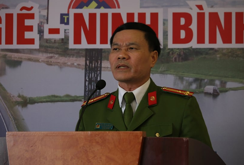 Thượng tá Nguyễn Văn Giàu, Phó Trưởng Công an huyện Thanh Trì (Hà Nội) phát biểu bàn về việc phối hợp giải quyết tai nạn giao
